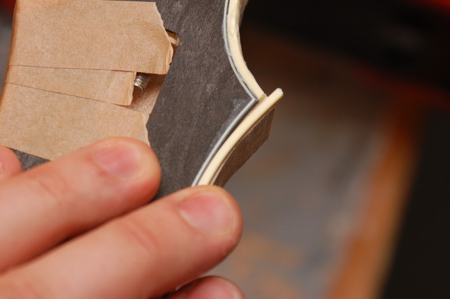 The second layer of binding is all lap joints, just like the Loars.Here I'm test-fitting a joint.